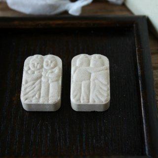 長野県・信州安曇野の石蔵をモチーフにした、老舗和菓子屋「開運堂の道祖神」