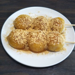 行列ができる茨城県大洗町のご当地グルメ!食感と風味がくせになる「みつだんご」