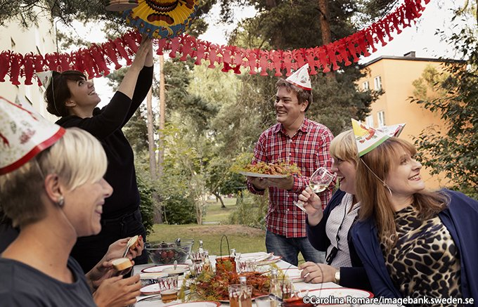 ザリガニを食べて季節を楽しむ!スウェーデンのザリガニパーティー