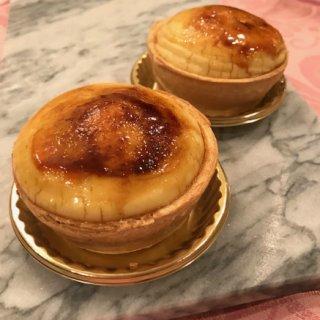その名も「愛の泉」。フランスの古典菓子ピュイダムールが頂けるトシ・ヨロイヅカさん