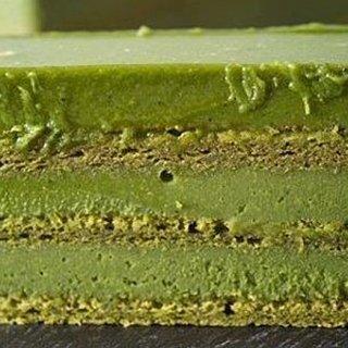 抹茶スイーツの定番!濃厚でなめらかな口どけの「抹茶生千代古齢糖ケーキ」