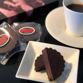 薫り高き熟成ラムレーズンと濃厚ショコラの風味が口の中いっぱいに広がる贅沢な味わい