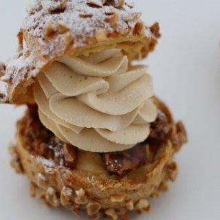 ガブッと食べたい!シュー生地とクリームの黄金比が楽しめる「シュークリーム」3選
