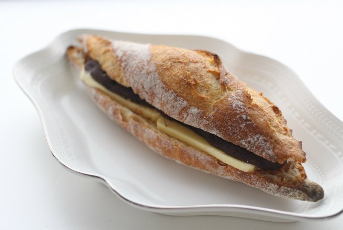 ふっくらとしたパンの中に自家製の餡がぎっしり!NAKAYAの「あんぱん」