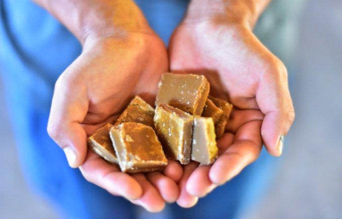 """完熟した""""旬のサトウキビ""""だけを使い製造される、喜界島発の黒糖「旬の黒砂糖」"""