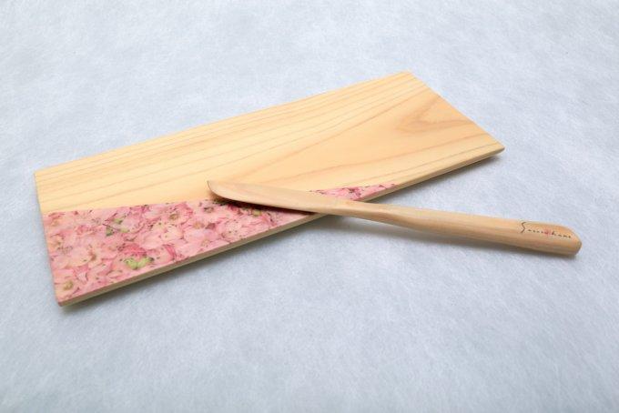 愛媛生まれの「さくらひめ」とヒノキ材を使ったティートレイ&バターナイフで安らぎを