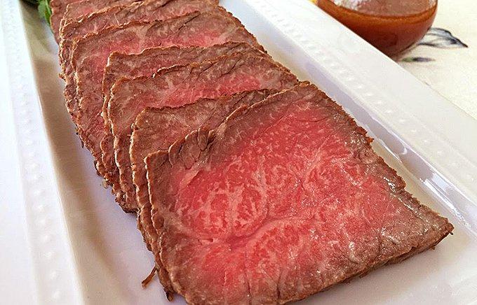 肉そのものの旨味がたっぷり!ソースがいらない山形牛の極上ローストビーフ