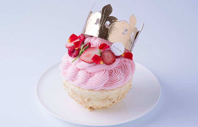 春の新作「GLACIEL」のアントルメ・グラッセ(アイスケーキ)