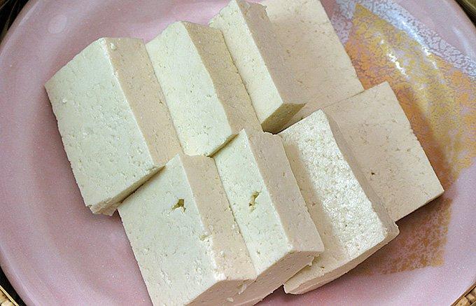 岐阜白川郷の石豆腐は縄で縛れるほど硬いが滑らか