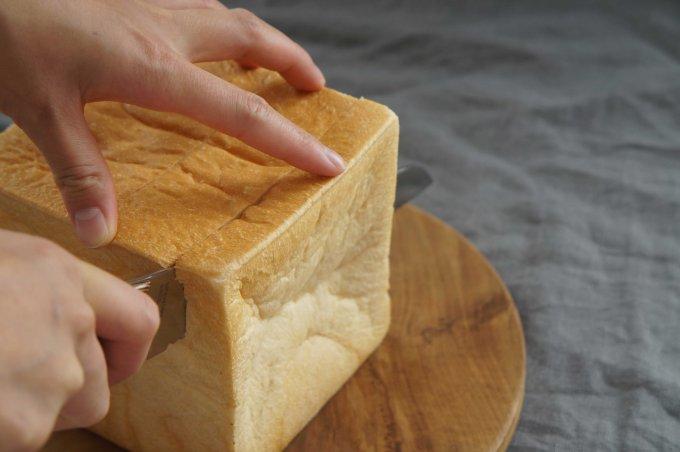 究極の切れ味!ふわふわパンもスーッと切れる『三ツ星刃物』の「パン切り包丁」