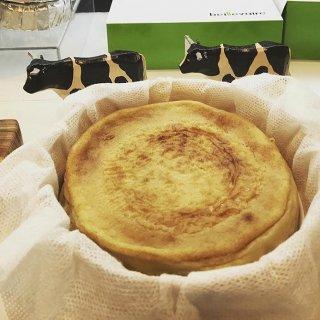 「高貴なブルーチーズ」を贅沢に使用した、フランスで大人気のフロマージュスイーツ