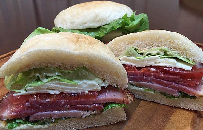 ピクニックが待ち遠しい!挟んで大満足できる究極のサンドウィッチの具
