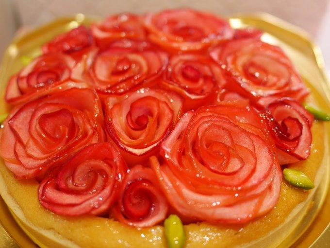 薔薇の季節にぴったりのお菓子「アップル&ローゼスタルト」