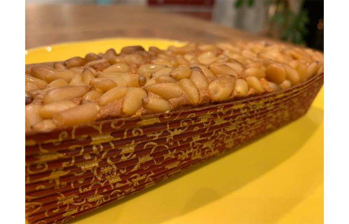100年の歴史、関西の迎賓館と云われる「奈良ホテル」の松の実ケーキ