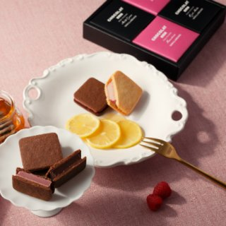 サクサクのクッキーとも相性がいい、ルビーチョコレートを使った「ショーコラ」