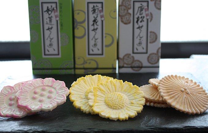 金沢のおしゃれなおせんべい、落雁諸江屋のれん菓子「蓮根・唐松・菊花」
