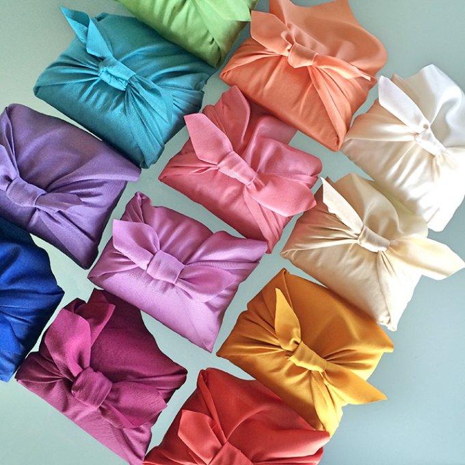 十二単カラーの風呂敷に包まれた極上セレクト米のお祝いギフト