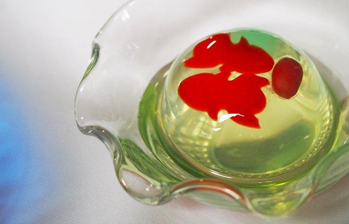 泳ぐ姿が涼しさを誘う!フランス産フルーツフレーバーが香る夏限定のゼリー
