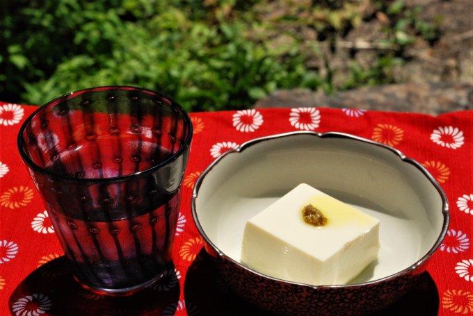 冷奴に天ぷらに餃子……何でも合う!熊本の秘境で生まれた東山本店の「山椒オリーブ」