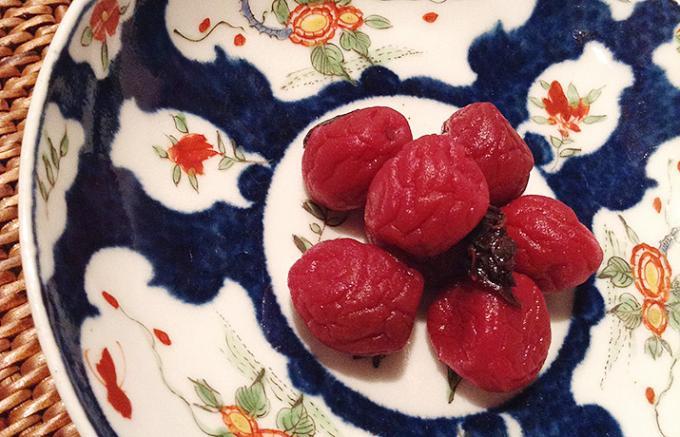 太宰府天満宮で取れた梅で作られた昔ながらの梅干