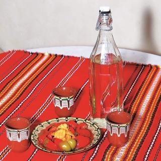 ブルガリア人の国民的飲料「ラキヤ」