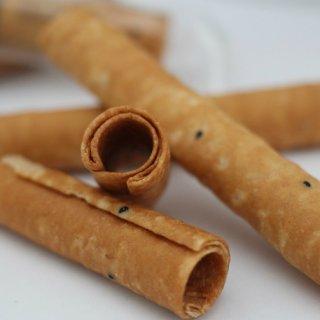 カンボジアの旅行土産に!観光客も大絶賛ロール状のお菓子「ノム・トム・ムーン」