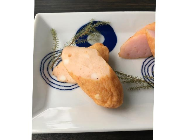 地元民に愛されるお魚の旨みがぎゅっと詰まった二口サイズのミニ笹かま