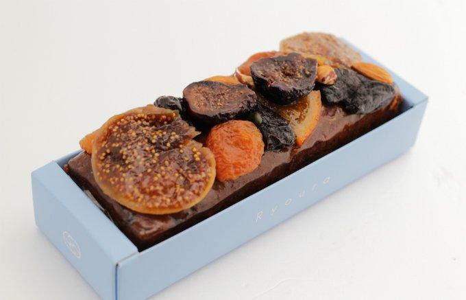 見た目の美しさはもちろん、生地とフルーツの食感が絶妙な「ケーク・オ・フリュイ」