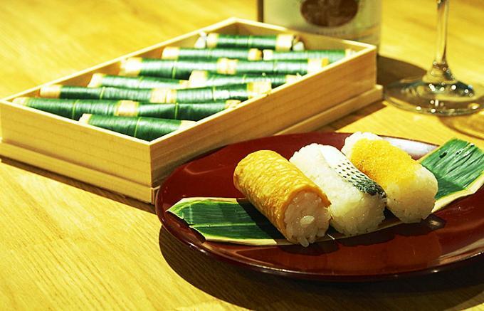 シャンパーニュと東京最古の折詰め寿司
