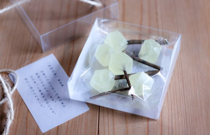 まるで宝石の木から実を摘んだような和菓子「鉱物の実」
