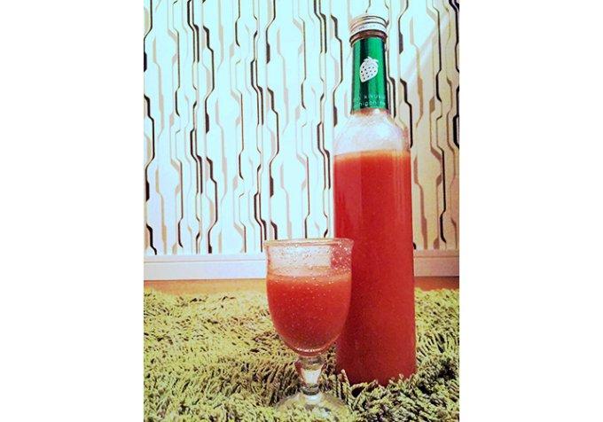 新潟ブランド苺「越後姫」果汁を贅沢に35%使った日本酒リキュール。