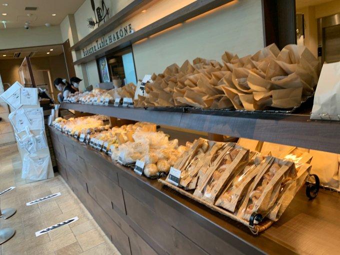 芦ノ湖のほとりで、ワンコと食べられる、箱根パン