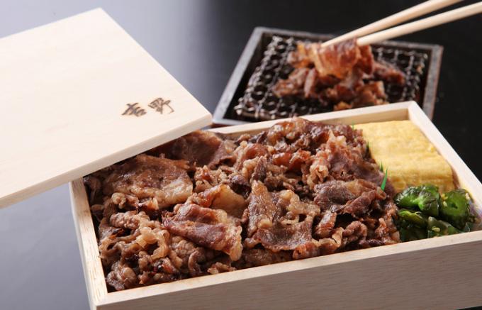 自宅で?客室で?ゆっくりと、贅沢に食するホテルの豪華近江牛弁当