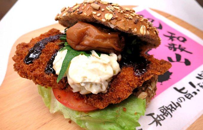 グランプリを取った和歌山「紀州梅バーガー」はチキンカツを梅干しがガッツリ下支え!