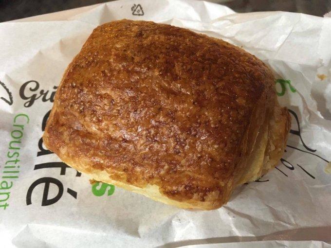 パリの地元民がいちばん愛するクロワッサン「パン・オ・ショコラ」