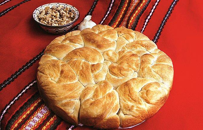 ブルガリアの国民的調味料「シャレナソル」は、どんな料理も美味しくさせる万能選手