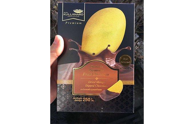 タイのプレミアムスイーツ!ドライマンゴーをチョコレートにディップしたお菓子
