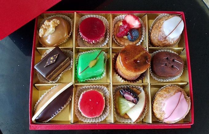 まるで宝石箱?!フランス菓子の巨匠が手掛けるかわいくて美味しい本格プチケーキ