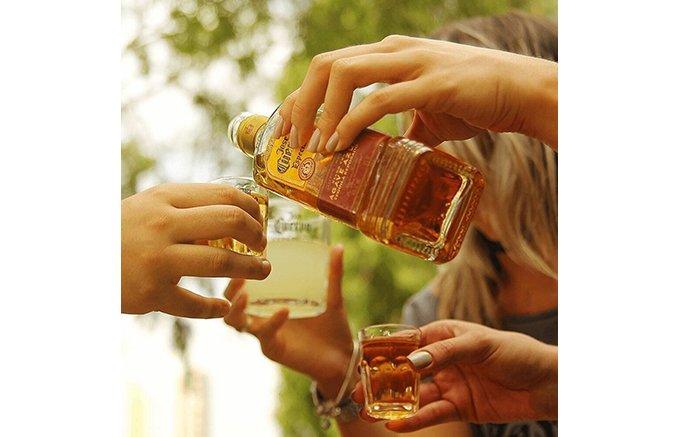 罰ゲームのイメージはもう古い!仲間と楽しむハッピーなお酒「テキーラ」