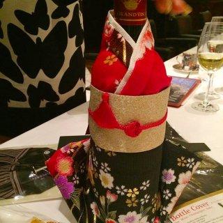 COOL JAPAN部門金賞受賞!外国人が喜ぶ日本土産、着物型ワインボトルカバー