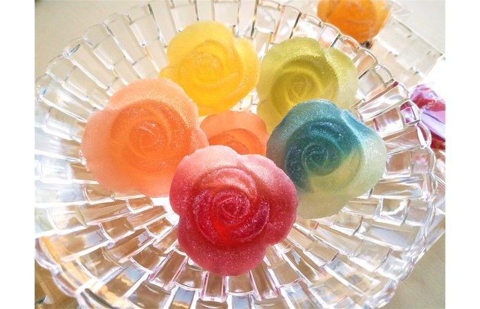 こどもから年配の方まで喜ばれる贈り物。宝石のようにきらめくバラのゼリー