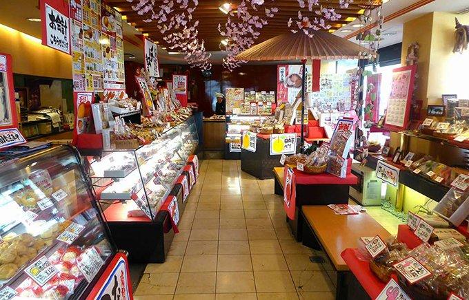 『お菓子の日高』ならでは!「ダブル苺大福」と新発売「ラムレーズンバター大福」
