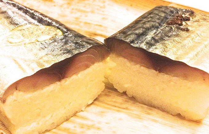 黒門市場で買って帰る、ふぐ専門店の鯖寿司。