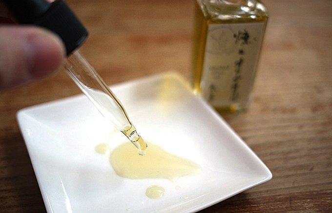 まるで燻製したような気分!一滴で予想以上の風味が広がる燻製オリーブオイル