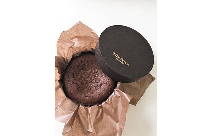 とろける極上の「レアチョコレートケーキ」