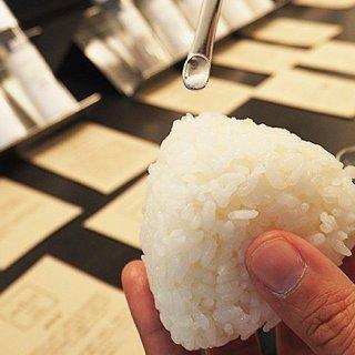 お弁当や夜食に最適! 格段においしい塩むすびが作れる「おにぎり塩」