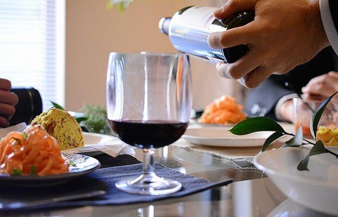 【美容効果】寝る前に赤ワインを飲む人が急増中!プロが選んだ5本