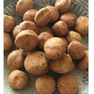 七味屋さんが作る豆菓子は、山椒がしっかり香る京都風