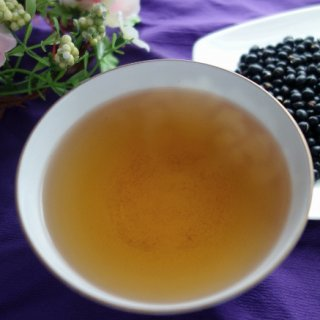 そのまま食べても、沸騰させてお茶にしても良しの北海道「黒千石大豆」