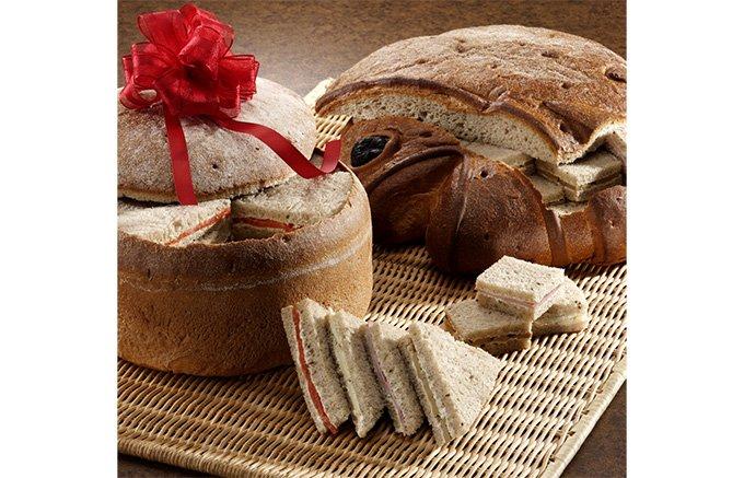 魚の中からサンドイッチが出てくる!代官山シェ・リュイの「パン・ド・セーグル」